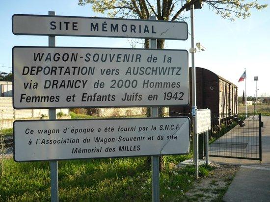 Site Mémorial du Camp des Milles : Railway line and explanatory sign