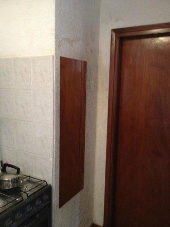Les Chalets Apart Hotel: Humedad en las paredes importante