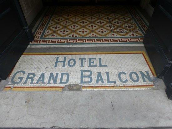 Le Grand Balcon: Entrance
