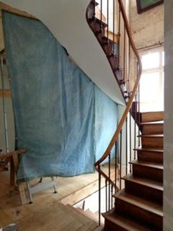 Hotel Vendome : Open Construction right beside the hotel rooms - all room use this staircase more construction a