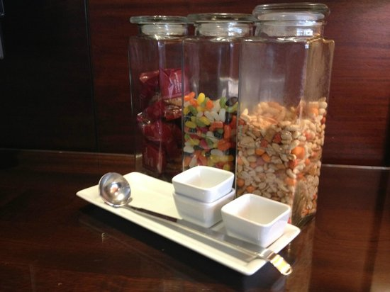 Cardiff Marriott Hotel: Treats in the executive lounge