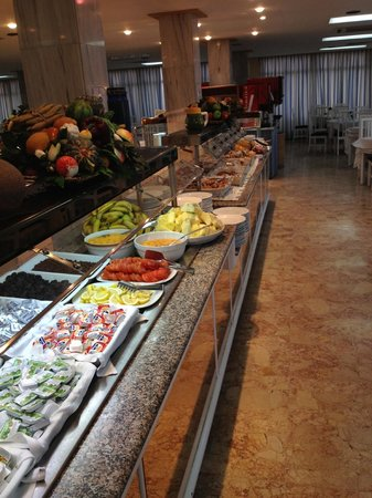 Hotel Roc Linda: Breakfast at 6:30 not complitly full
