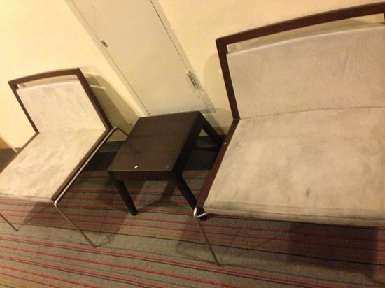Seasons Siam Hotel: dirty chairs