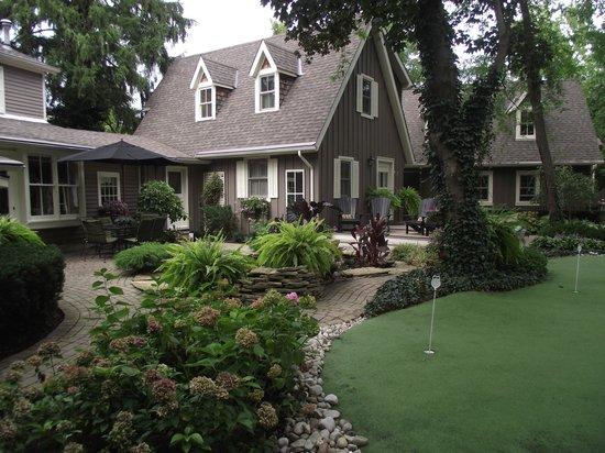 Historic Davy House B&B Inn: Our Gardens....