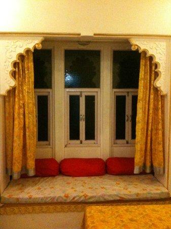 Bhanwar Vilas Guest House: Room 402 Seating Area