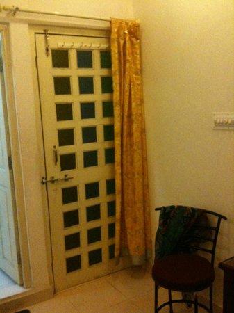 Bhanwar Vilas Guest House: Room 402 Front Door