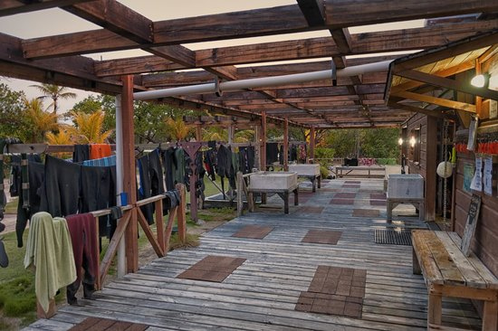 CoCo View Resort: Showers, Rinse Tanks, Hanging Racks
