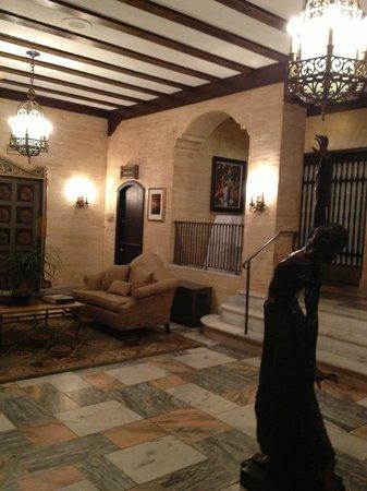 Hotel Baker: Hotel lobby