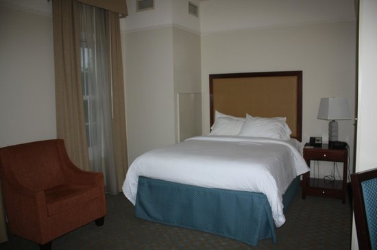 Residence Inn Savannah Downtown/Historic District: Queen Size Bed