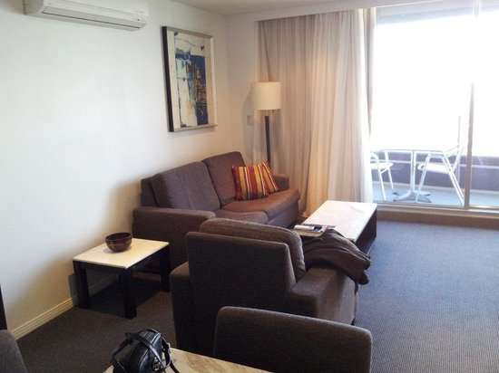 Meriton Suites Broadbeach: lounge