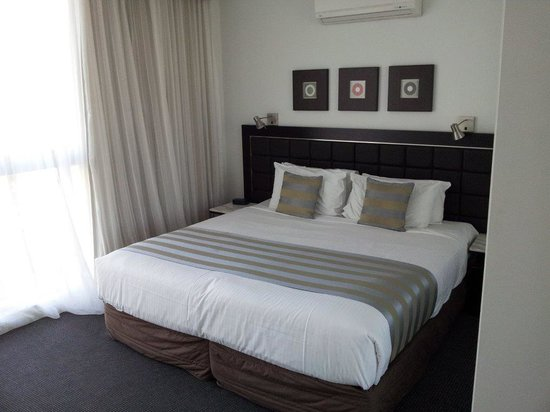 Meriton Serviced Apartments - Broadbeach: bedroom