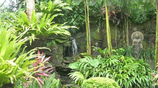 Villa Pantulan: Garden scene