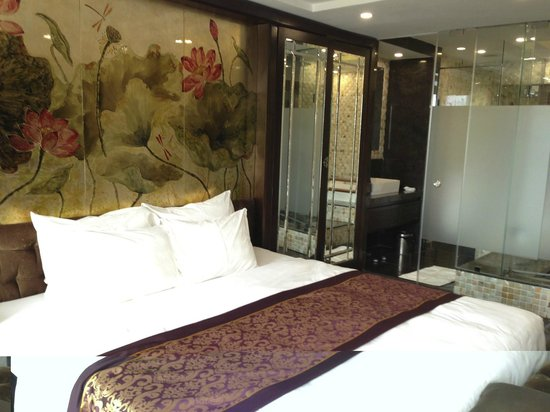 Golden Silk Boutique Hotel: Presidential Suite bed