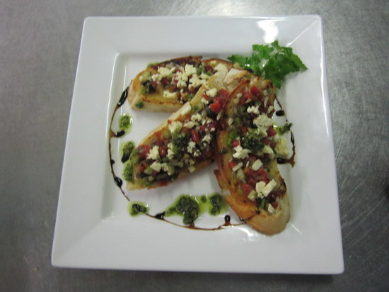 Coastwatchers Hotel: Food