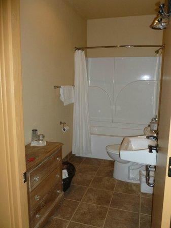 Hotel Prairie : Our Bathroom, Room 5, Upstairs