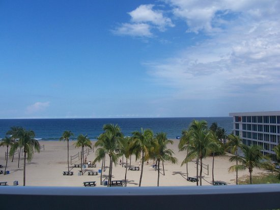 B Ocean Resort Fort Lauderdale: Beautiful ocean view from our room