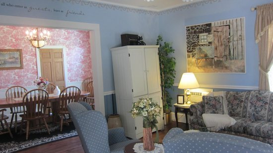 Changing Times - Boutique Country B&B: Common/Dining area- photo doesn't do it justice!