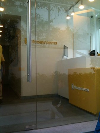 bloomrooms @ Link Rd: Front Desk / Reception