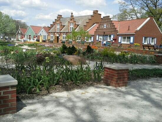 Windmill Island Gardens : view of the village.