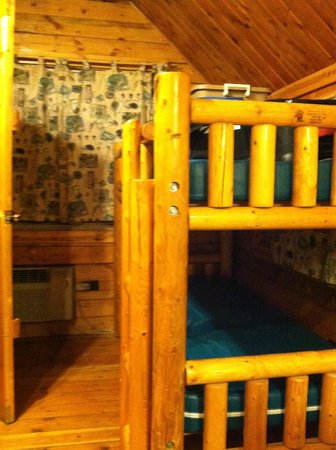 West Omaha KOA: twin bunk beds