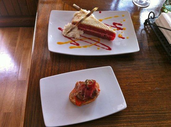 Meson Abad : Dessert Red velvet and a light bite