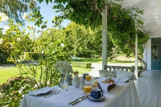 Marlborough Bed & Breakfast: Verandah