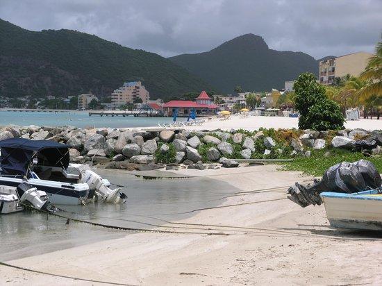 Sea View Beach Hotel: No cruise ship here, = empty beach