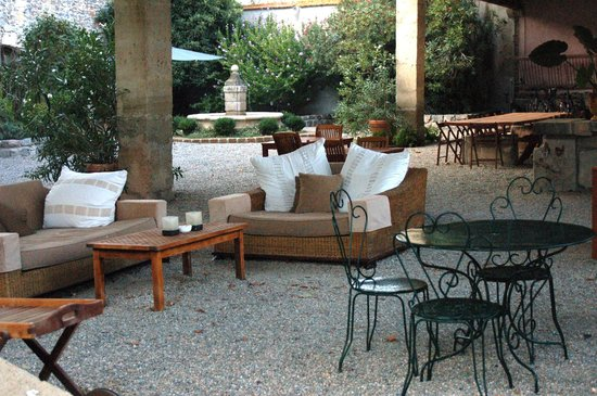 Domaine de Saint Domingue : Seating and breakfast area