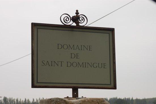 Domaine de Saint Domingue : Entry sign, so charming.