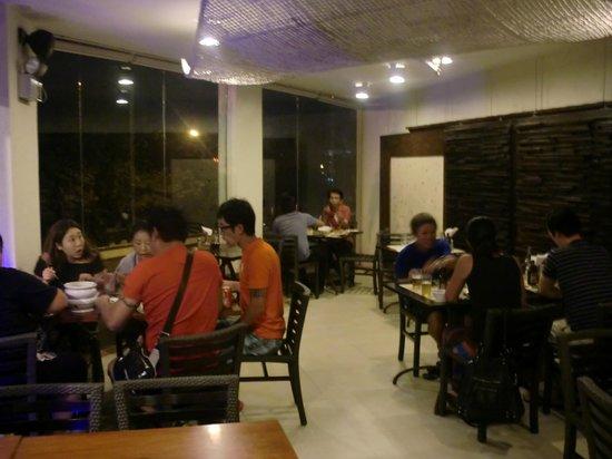 Golden Cowrie Native Restaurant: 店内の様子
