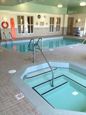Holiday Inn Express Hotel & Suites Ottawa Airport : Pool area