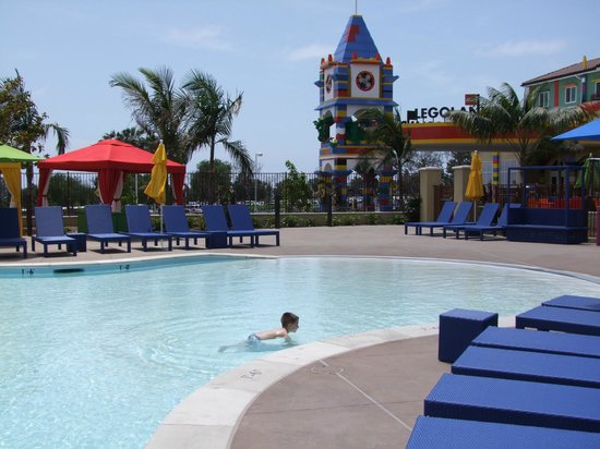 LEGOLAND California Hotel : The warm and luxurious pool