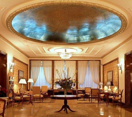 Hotel Principe Pio: Lobby View