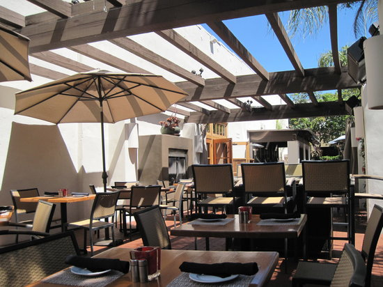 Blush Restaurant & Lounge: Dining Outdoors