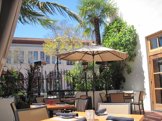 Blush Restaurant & Lounge: Beautiful Afternoon