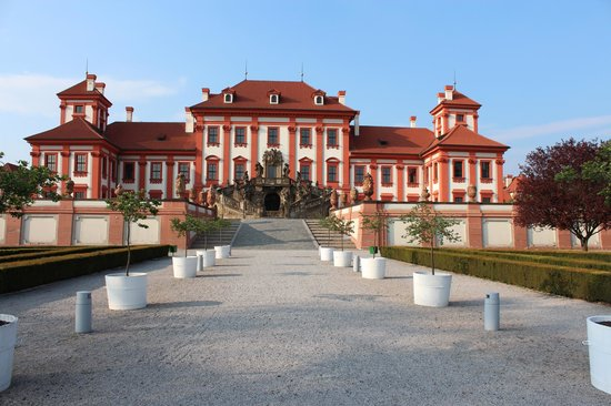 Troja Chateau : Southern Facade towards the gardens