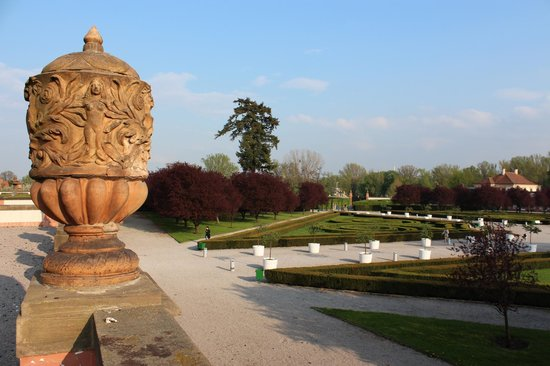 Troja Chateau : View of gardens from upper terrace
