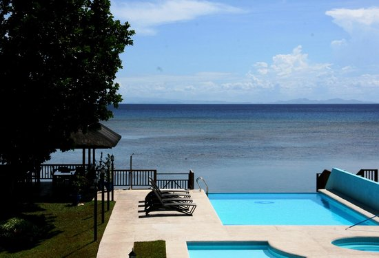 Caimito Beach Hotel : Infinity Pool view from double room