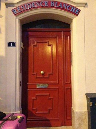 ريزيدونس بلونش: the 'hotel' door