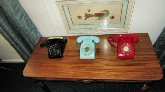 The Motor Lodge: Vintage telephones in our room