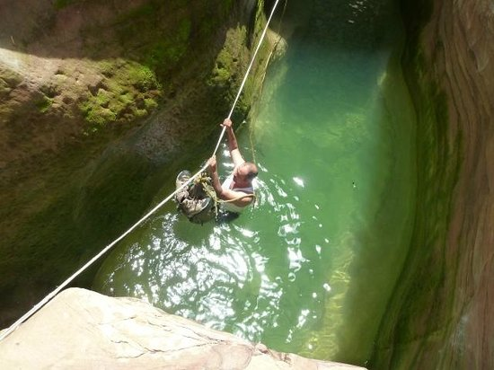 Al-Nawatef Camp : Crossing a pool during the hike - very refreshing!