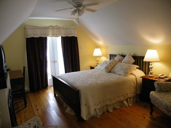 Carleton House Bed & Breakfast