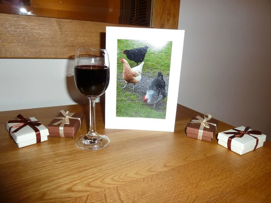 Slides Farm Luxury B&B: Complimentary port, chocolates & a card!