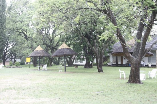 Great Zimbabwe Hotel: Spacious grounds in which to relax