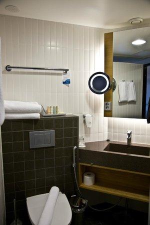 Radisson Blu Hotel, Espoo: washroom