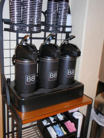 Baymont Inn & Suites Tucson Airport: hot coffee all day