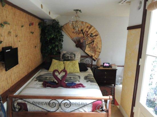 B&B Barangay: Patio Room 1