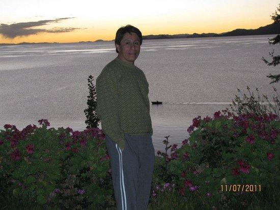 Isla Suasi Hotel : Espectacular anochecer en la isla Suasi, con el fondo del lago Titicaca