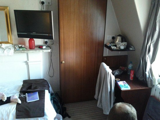 Arosfa Hotel: Chambre pour 3 personnes, tout petit placard