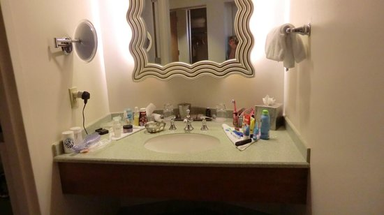Hard Rock Hotel at Universal Orlando: Sink area, housekeeping arranged so nicely